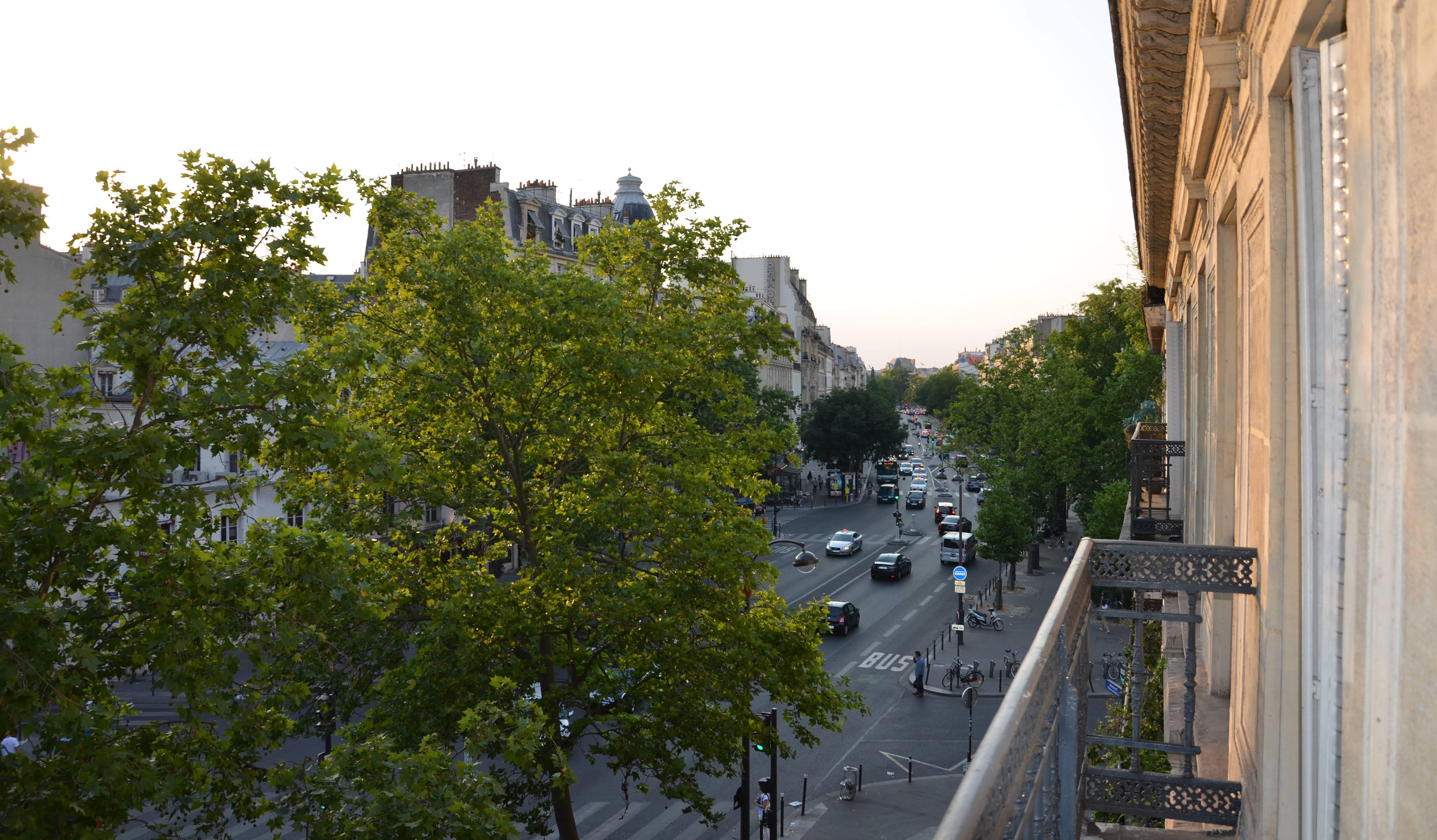 Paris, le 30 juin. Vue depuis la fenêtre du bureau de la rédaction de 18h39.