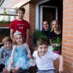 La famille Michel au complet sur son balcon.
