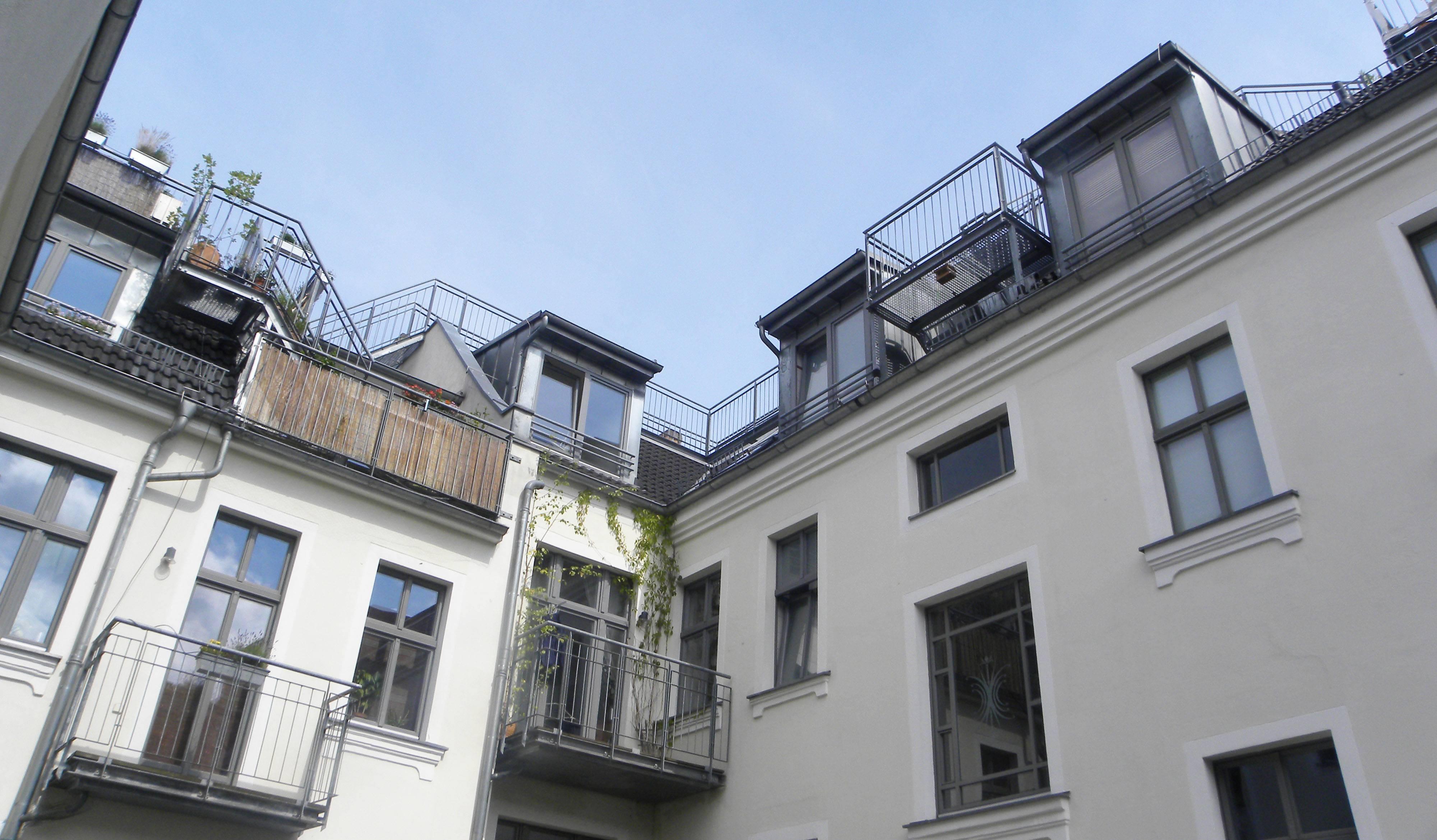 Berlin (Allemagne), le 19 juin. Vue sur les terrasses aménagées sur le toit.