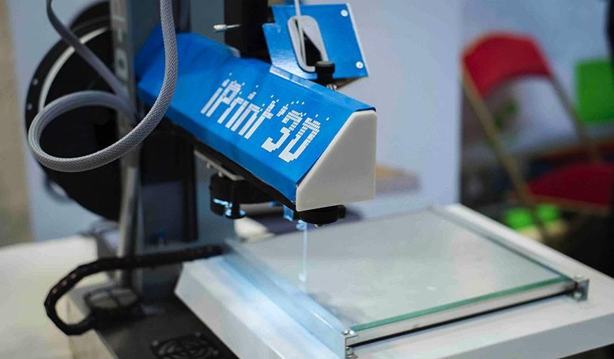 Une imprimante 3D à la Maker Faire Paris 2015.