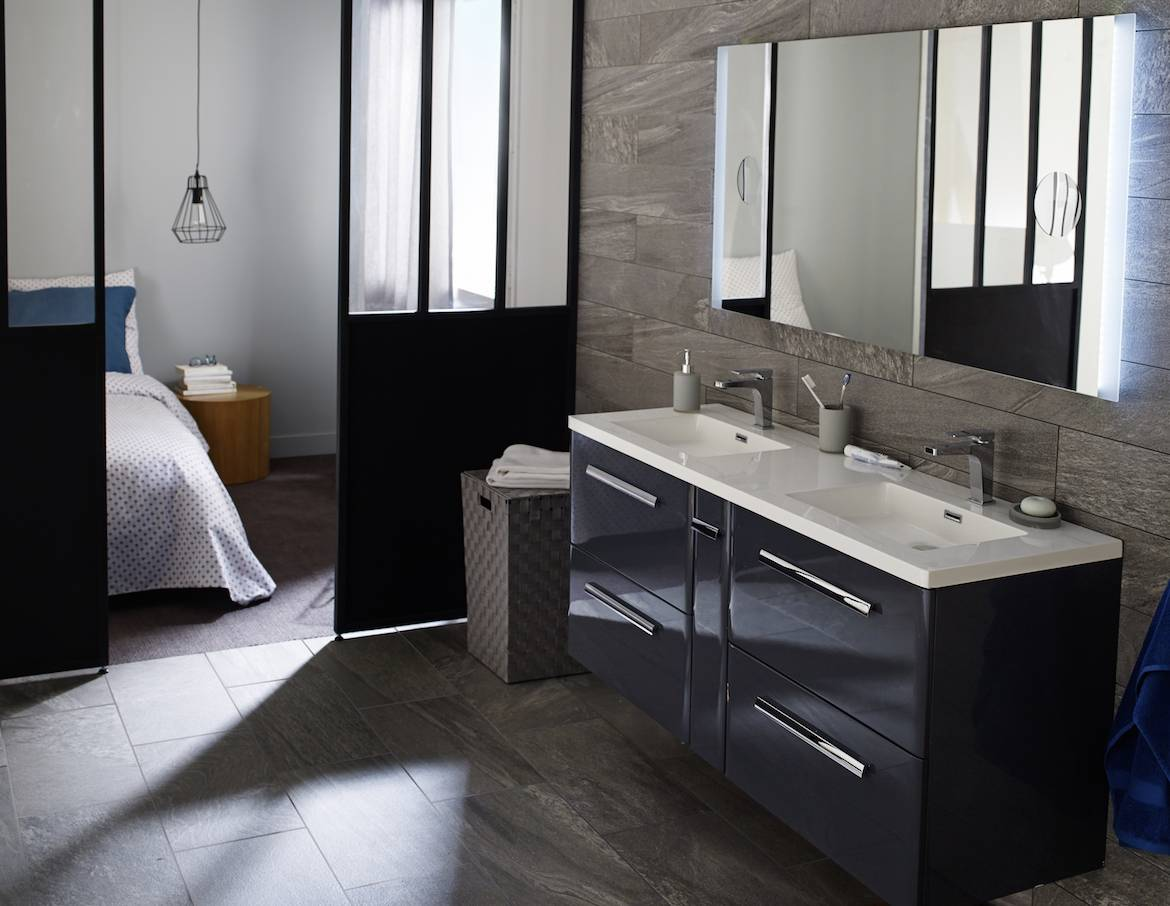 une salle de bains sur mesure. Black Bedroom Furniture Sets. Home Design Ideas
