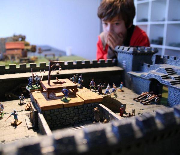 Il construit une salle de jeu fantastique pour ses enfants
