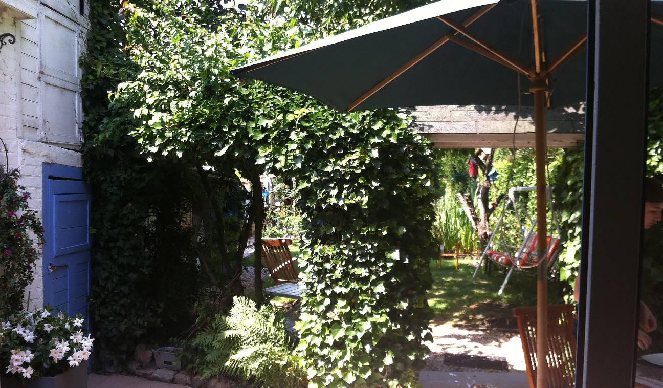 Phalempin (Nord), le 31 juillet. Le jardin appelle à la détente.