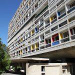 La façade de la Cité Radieuse de Le Corbusier.