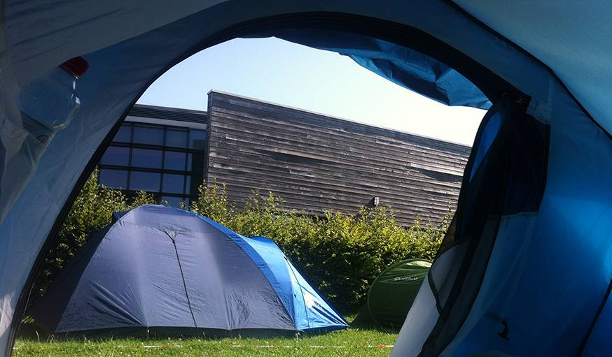 Camping à Aulnoye Aymerie (Nord), à l'occasion du festival Les Nuits secrètes, le 1er août.