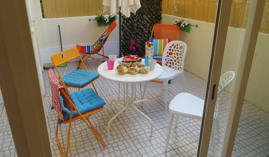 Le petit déjeuner attend les estomacs affamés sur une terrasse du quartier Alameda à Lisbonne (Portugal). Le 13 août.