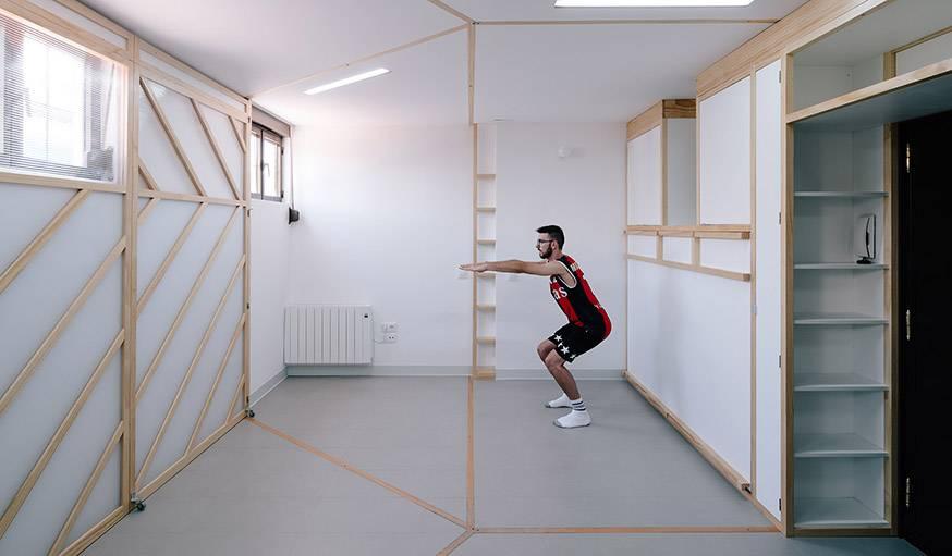 Cette modularité permet de garder un grand espace vide au milieu de la pièce pour toutes sortes d'activités.