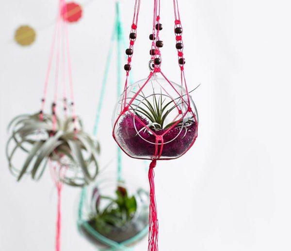 DIY : Créez une suspension en macramé pour vos pots de fleurs