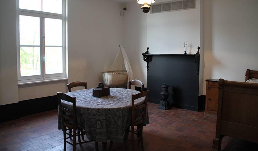 Appartement témoin meublé comme au 19e siècle.