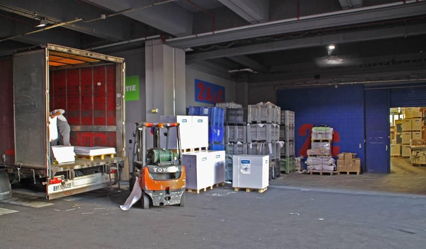 Les adhérents au Fab Lab peuvent venir se servir dans les déchets des entreprises de Mozinor.