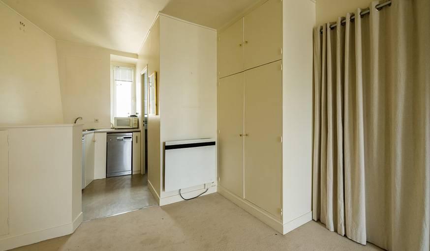 Avant, la cuisine et la salle de bain étaient au fond de l'appartement.