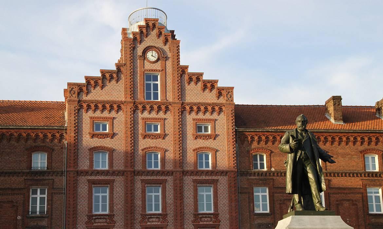 La statue de Jean-Baptise Godin, architecte du Familistère et entrepreneur.