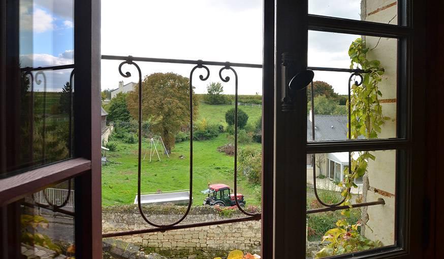 Vue depuis la maison semi-troglodyte de Patrick et Renée à Parnay (Maine-et-Loire), le 9 octobre.