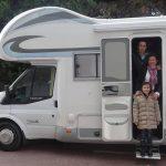 Christophe, Fany et Jade, prêts pour leur tour de France en camping-car.