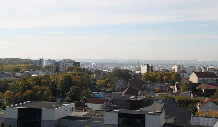 Vue magnifique depuis le Fab Lab de Montreuil (Seine-Saint-Denis), le 27 octobre.
