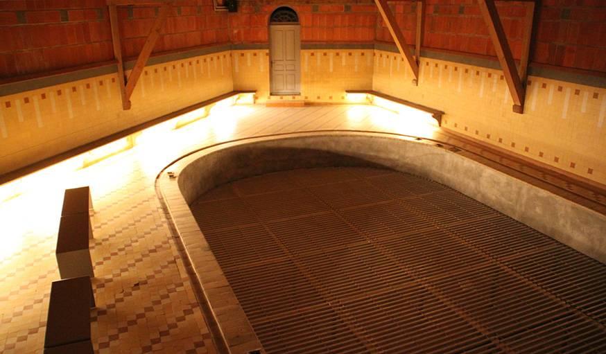 La piscine, et son plancher spécial.