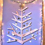 Sapin de Noël réalisé avec du bois récupéré sur des cagettes.