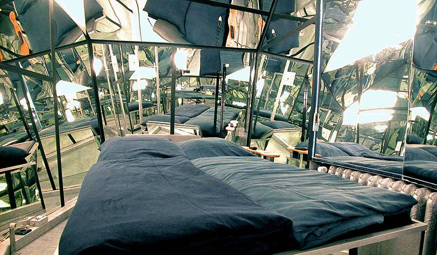 Mirror room de l'hôtel Island City Lodge, à Berlin.