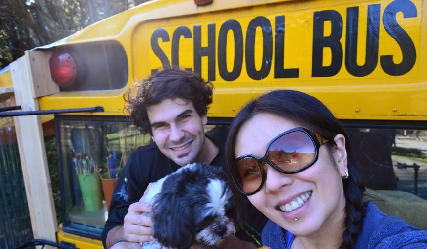 Julien, oPhelia et Pico, l'un de leurs deux chiens.