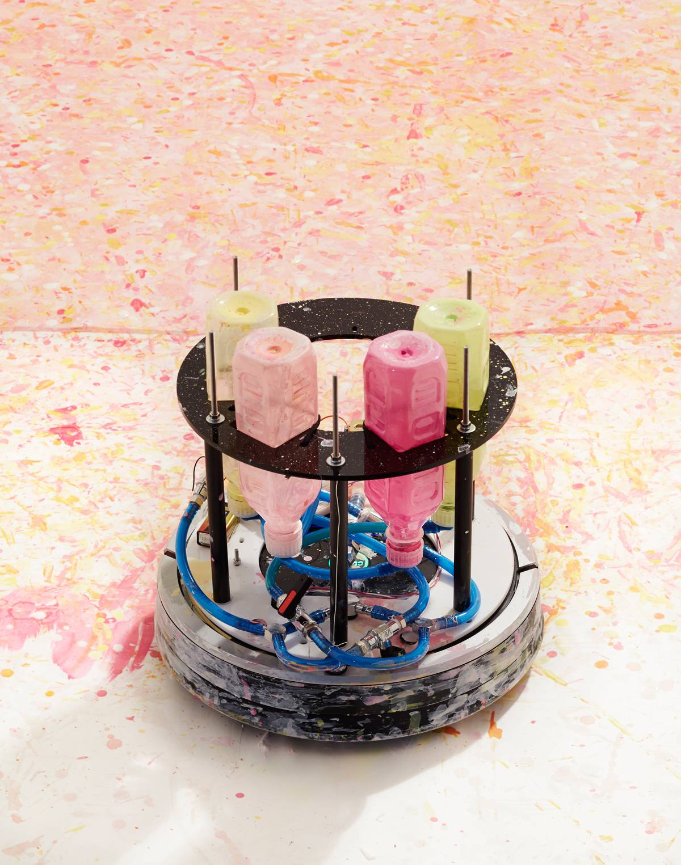 objet insolite un aspirateur qui peint des toiles tout. Black Bedroom Furniture Sets. Home Design Ideas