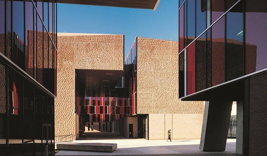 Dortoirs de l'Université St. Edward au Texas (USA), réalisés par Alejandro Aravena et livré en 2008.