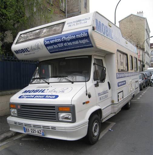 Le camping car aménagé pour que les SDF puissent venir prendre une douche.