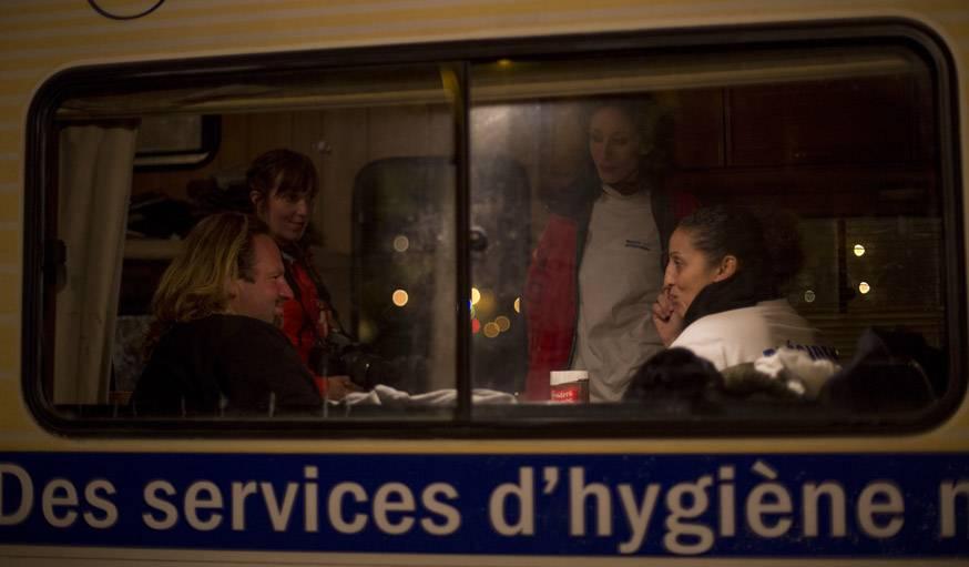 Mobil'douche, c'est un moyen pour les SDF de veiller à leur hygiène mais aussi de maintenir du lien social.