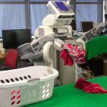 Le robot PR2 trie, lave et plie votre linge.