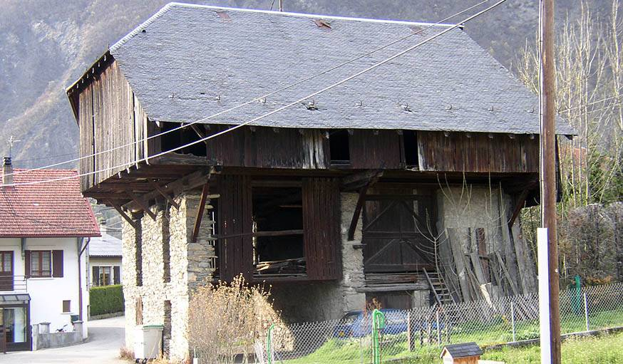 La grange avant les travaux réalisés par François et Christine Mazurelle.