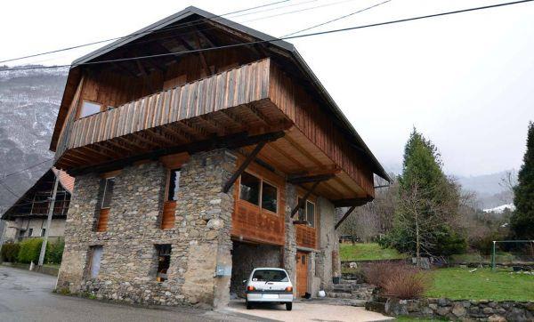 Une grange transformée en chalet au cœur des Alpes
