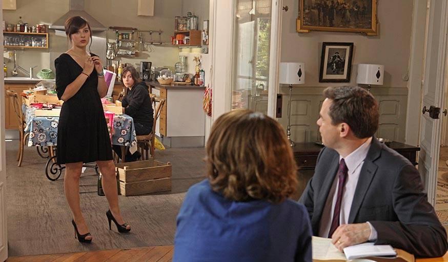 Les parents Lepic regardant leurs filles (saison 6).