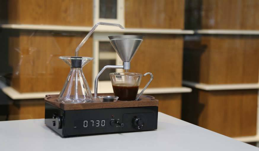 Le Barisieur vous réveil avec un café tout chaud et fraichement torréfié.