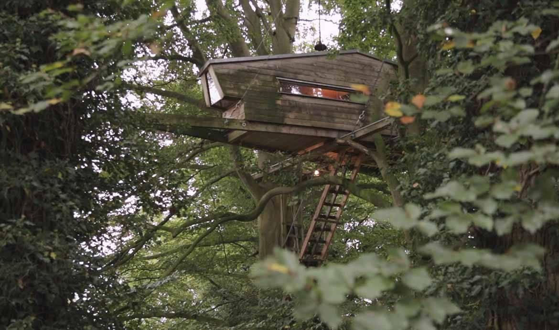 L'une des cabanes bâties par Andreas Wenning en Allemagne.