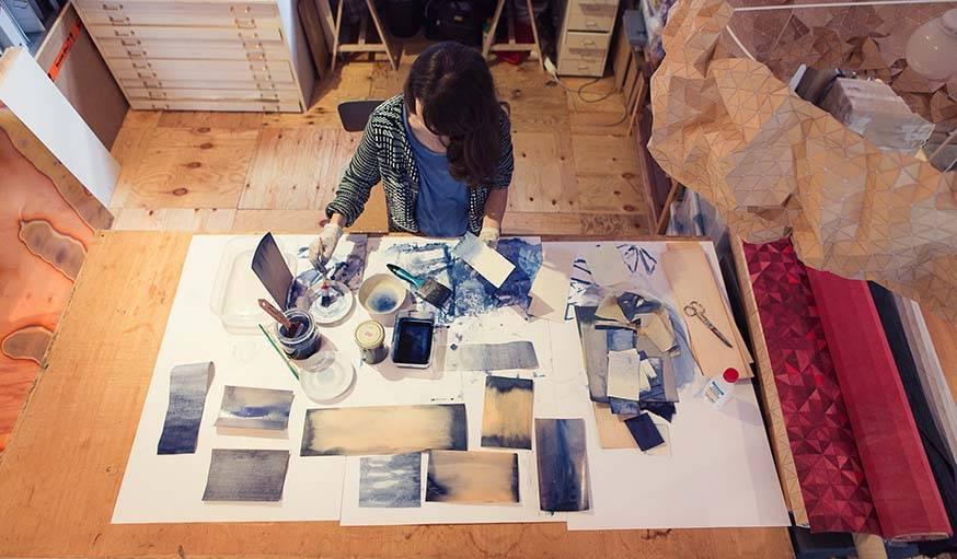 Elisa Strozyk en pleine création.