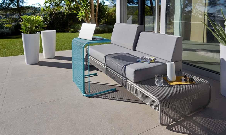 un mobilier de jardin moderne et pur