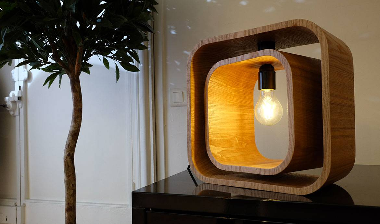 DIY : fabriquez une lampe design en détournant des étagères cubes