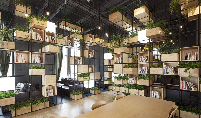 Inspiration : des étagères en acier pour ranger livres et plantes