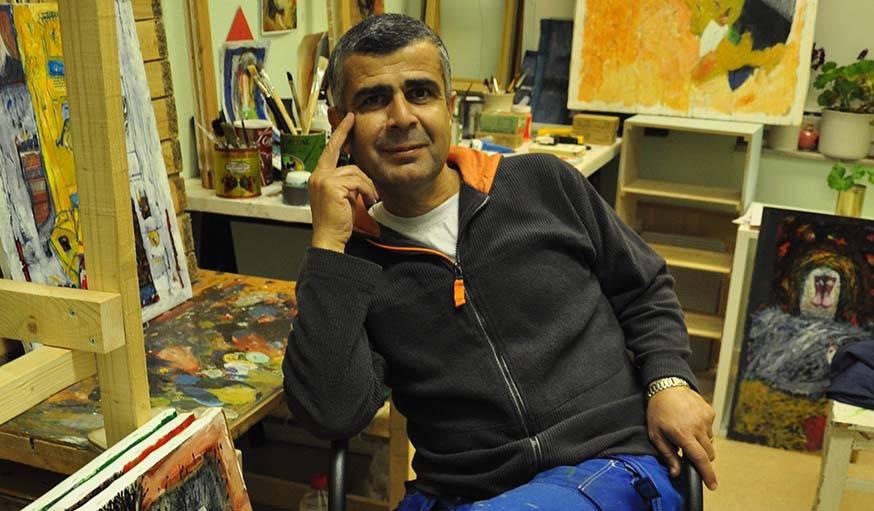Habib Alraii, artiste syrien réfugié en Suède.