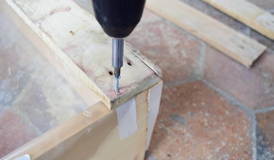 tutoriel diy fabriquer un bac sable en palette. Black Bedroom Furniture Sets. Home Design Ideas
