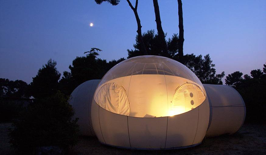 dormir dans une bulle h tel atypique dormir sous les. Black Bedroom Furniture Sets. Home Design Ideas
