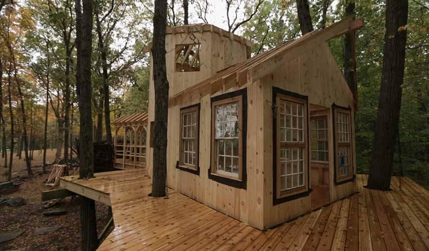 Cabane en construction située dans le Connecticut (Etats-Unis) de Roderick Romero.