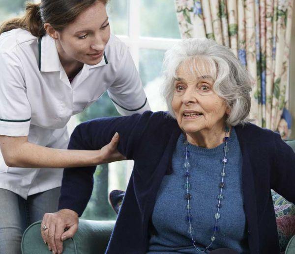 Vieillesse : plus d'aides à domicile pour vivre mieux
