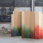 Transformer de banales planches en bois en accessoires de décoration grâce à de la peinture colorée.
