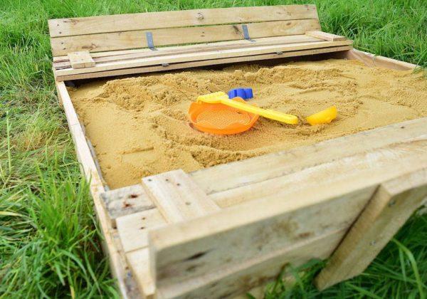 Tutoriel - DIY : fabriquer un bac à sable en palette - 18h39.fr