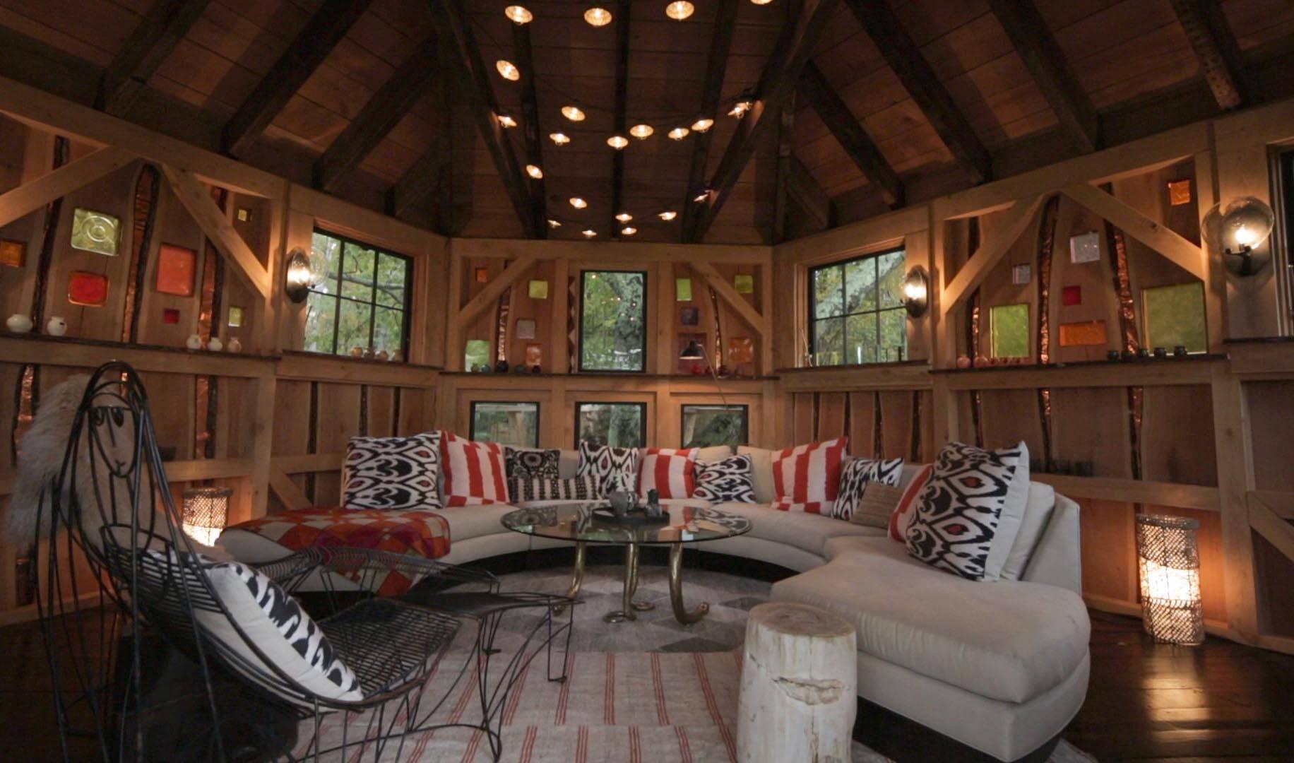 Cabane ronde en chêne, construite par Roderick Romero aux Etats-Unis.