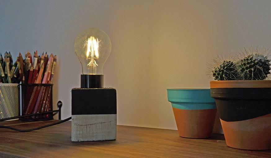 tutoriel diy fabriquer une lampe avec des palettes. Black Bedroom Furniture Sets. Home Design Ideas
