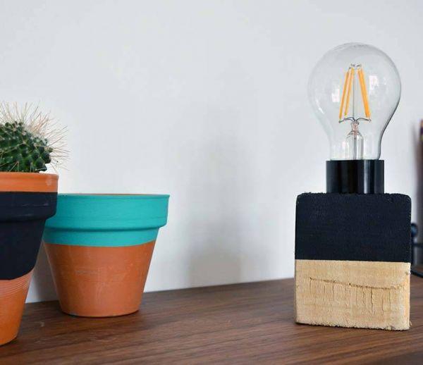 Récup : fabriquez une lampe design dans un bloc de palette