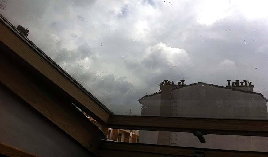 Entre soleil et pluie à Paris, le 17 avril.