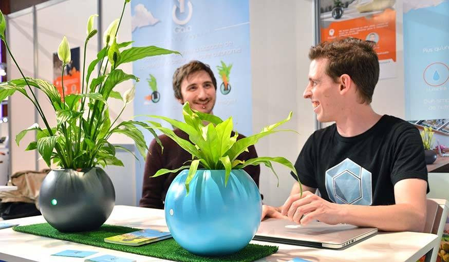 Biom, le pot de fleurs intelligent, par Still Human.