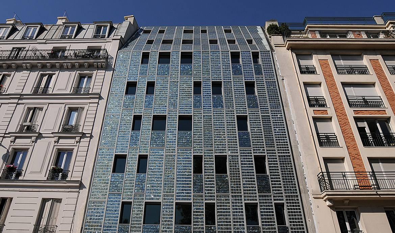 La première façade entièrement recouverte de panneaux solaires